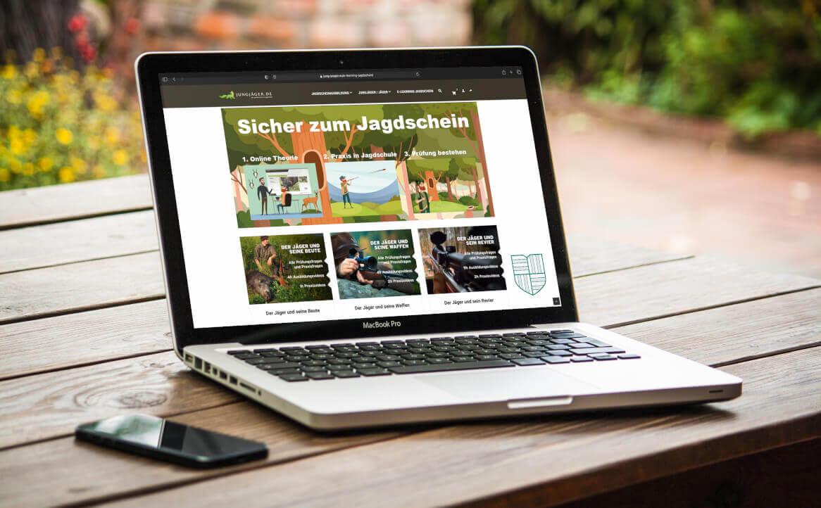Laptop mit E- Learning Jagdschein Kurs online