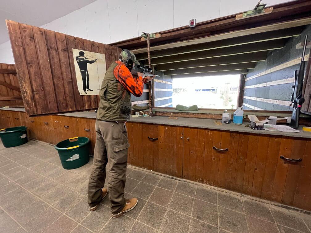 Schießprüfung eines Prüflings im Jagdschein online Kurs